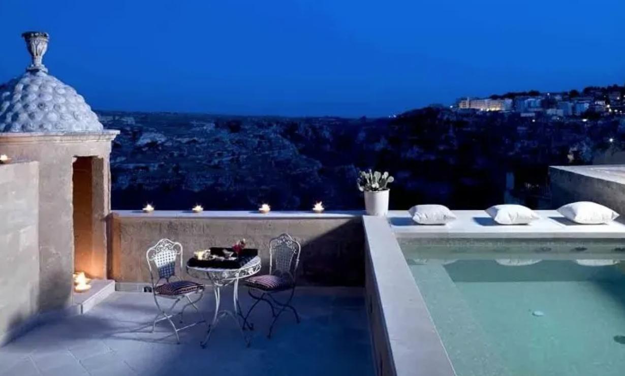 Dal Letto Alla Piscina Gli Hotel Italiani Con Le Piscine In Camera Per Una Notte Magica Piu Donna