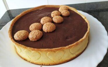 Crostata moderna al cioccolato e amaretti